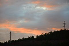 在一个黑暗的风景的红色日落 E 免版税库存图片