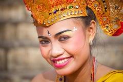 在一个经典全国巴厘语期间的女孩 库存照片
