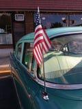 在一个经典汽车天线的美国国旗,美国 库存图片