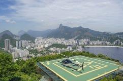 在一个直升机场的一架直升机在里约热内卢 免版税图库摄影