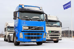 在一个围场的富豪集团卡车在冬天 免版税库存照片