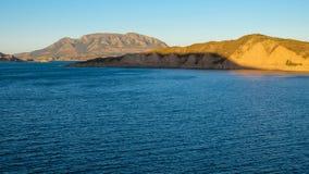 在一个水坝的湖在里约瓜迪亚纳Menor,安大路西亚 库存照片