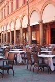 街道餐馆在波隆纳,意大利 免版税库存照片