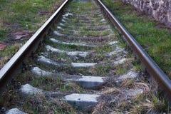 在一个晴天的铁路轨道关闭 免版税图库摄影