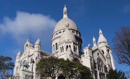 在一个晴天的Sacre Coeur大教堂 图库摄影