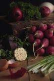 在一个黑暗的背景的蔬菜 免版税库存图片