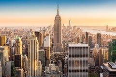 在一个晴朗的下午的纽约地平线 免版税库存图片