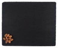 在一个黑板岩板的杏仁 背景查出的白色 免版税图库摄影