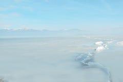 在一个冻湖的表面的巨大的裂缝 免版税图库摄影