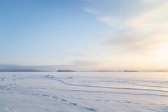 在一个冻湖的晴天在芬兰 库存图片