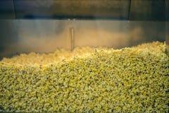 在一个玻璃容器的玉米花 免版税库存照片