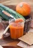 在一个玻璃瓶子的南瓜鱼子酱 免版税库存图片