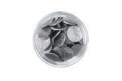 在一个玻璃瓶子的硬币反对顶视图,储款铸造-投资和兴趣概念挽救金钱概念,在pigg的生长金钱 免版税库存图片
