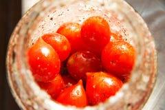 在一个玻璃瓶子的西红柿 库存图片