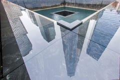 在一个911份纪念品水池反射的1个WTC 免版税图库摄影