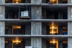 在一个建造场所的未完成的水泥大厦没有墙壁 免版税库存图片