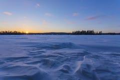 在一个冻Eagle湖的日落 免版税图库摄影