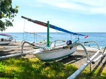在一个Amed海滩的传统巴厘语小船在巴厘岛,印度尼西亚 库存图片