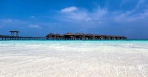在一个Maldivian海岛上的Watervillas 库存图片