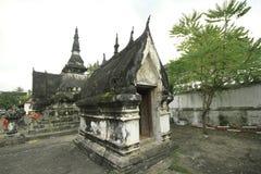 在一些寺庙的Stupa在luangprabang 免版税图库摄影