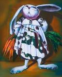 在一件礼服的滑稽的兔子用红萝卜 在画布的油画 免版税库存照片