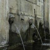 在一份石头纪念品的三个排水口在Ston,杜布罗夫尼克- Neretva,克罗地亚镇  库存照片