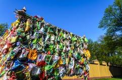 在一佛教datsan,在一个宗教地方栓的很多手帕的Hideki 祷告和崇拜地方  库存图片