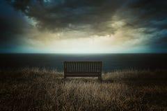 在一剧烈的cloudscape前面的长凳 库存图片