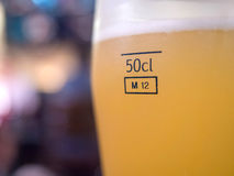 在一半的啤酒公升玻璃 免版税图库摄影
