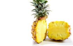 在一半的菠萝 免版税库存图片