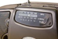 在一台可移植的FM-AM收音机的特写镜头 免版税库存照片