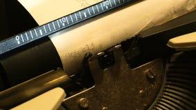 在一台打字机的零件的细节从它不是时代数字式的20世纪80年代的 股票录像