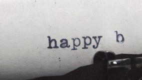 在一台老葡萄酒打字机-键入的生日快乐 股票录像