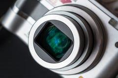 在一台紧凑照片照相机的变焦镜头的细节 图库摄影