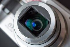 在一台紧凑照片照相机的变焦镜头的细节 库存图片