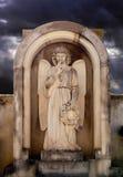 天使石头在公墓 免版税图库摄影