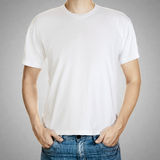 在一块人模板的空白T恤杉在灰色背景 免版税库存照片