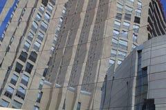 在一块修造的玻璃的反射 库存照片