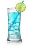 在一块大玻璃的蓝色鸡尾酒 免版税库存照片