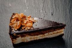 在一块大理石板材的乳酪蛋糕 免版税库存图片