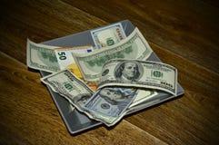 在一块方形的板材的美金 免版税库存图片