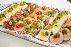 在一块板材的开胃菜在自助餐 免版税库存照片