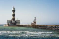 在一块热带礁石的老灯塔 免版税库存照片