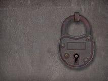 在一块生锈的钢板的挂锁 免版税图库摄影
