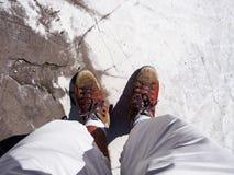 在一块白色大理石平板的步行 图库摄影