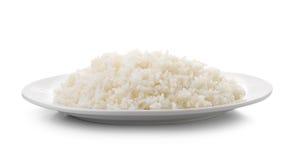 在一块白色板材的煮熟的米 图库摄影