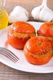 在一块白色板材的西红柿原料 免版税库存照片