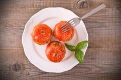 在一块白色板材的西红柿原料 免版税图库摄影