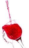 在一块红葡萄酒玻璃的飞溅 库存图片