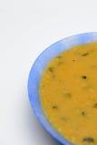 在一块蓝色板材的黄色粥 免版税库存照片